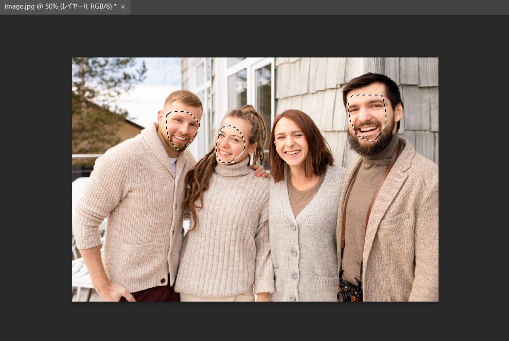 選択ツールで複数人の顔を囲む